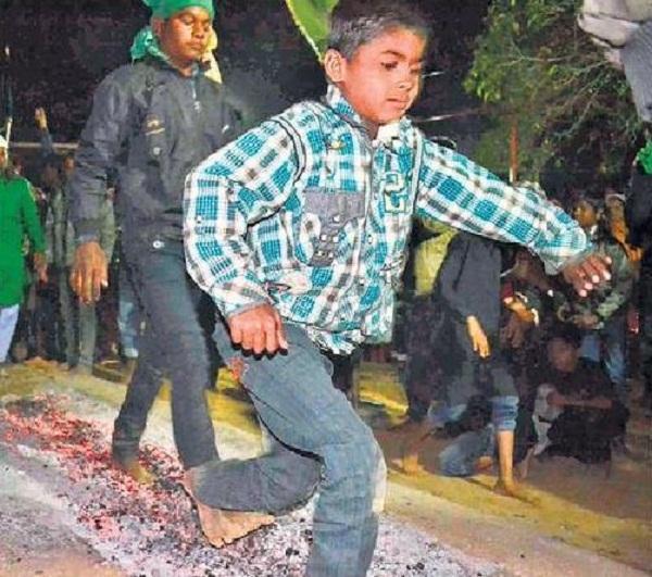 child-walking-on-coal-damoh-mp