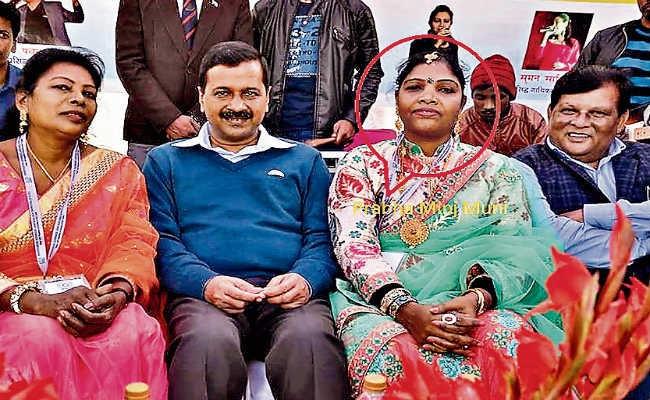 Prabha-Minj-with-Kejriwal-delhi-human-trafficking